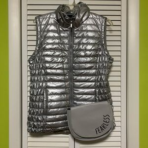 Tribal puffer silver vest size M